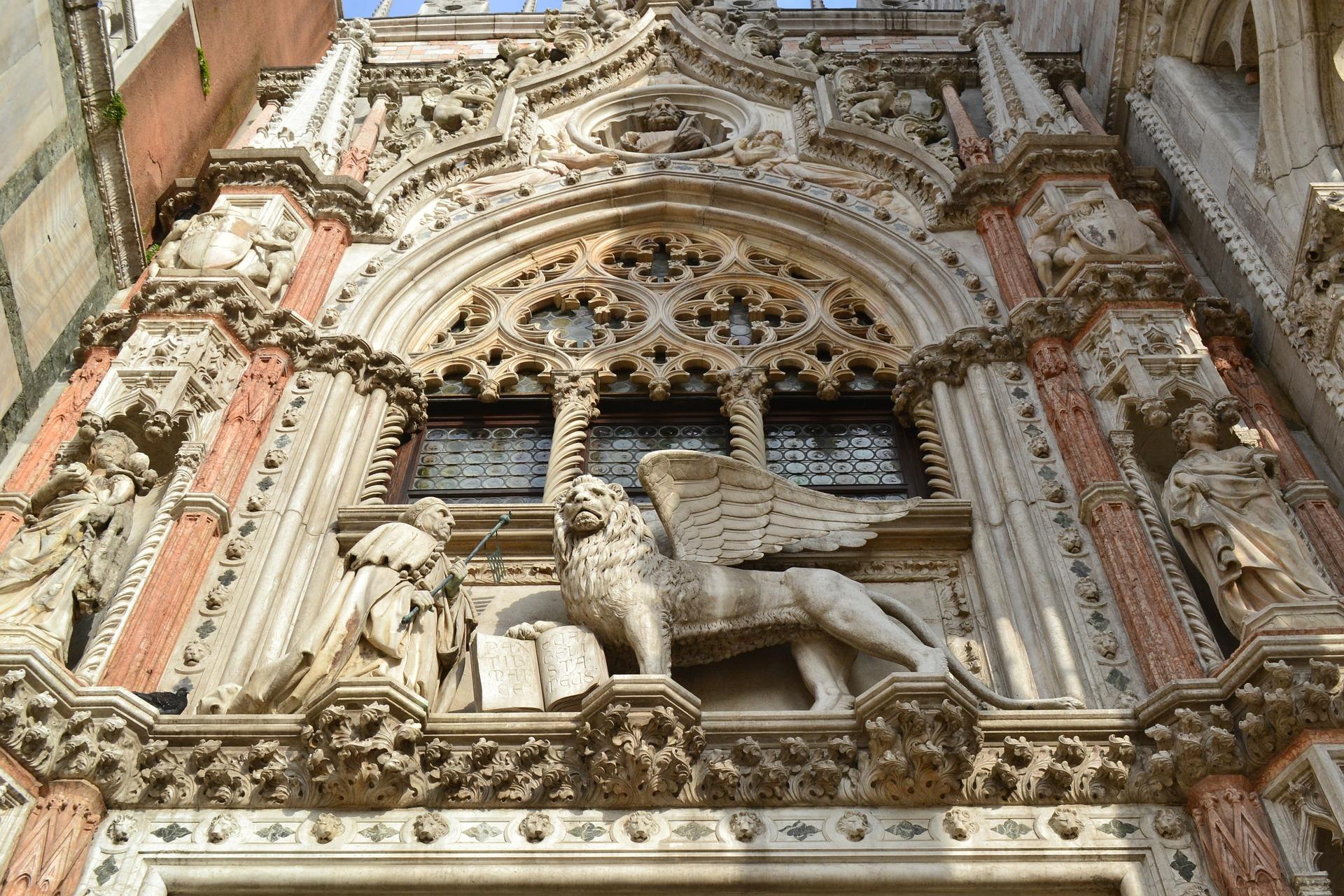 Teatro della Fenice e il Palazzo Ducale – Venezia